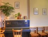 Salónek - zátiší s klavírem a dětskou židlí - 100.51kB